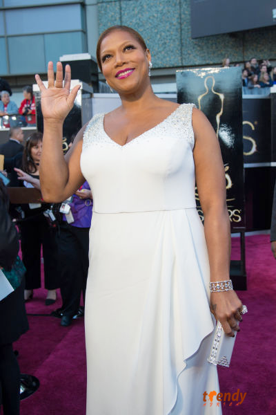 Queen Latifah waves to fans on the red carpet - photo by Sara Wood