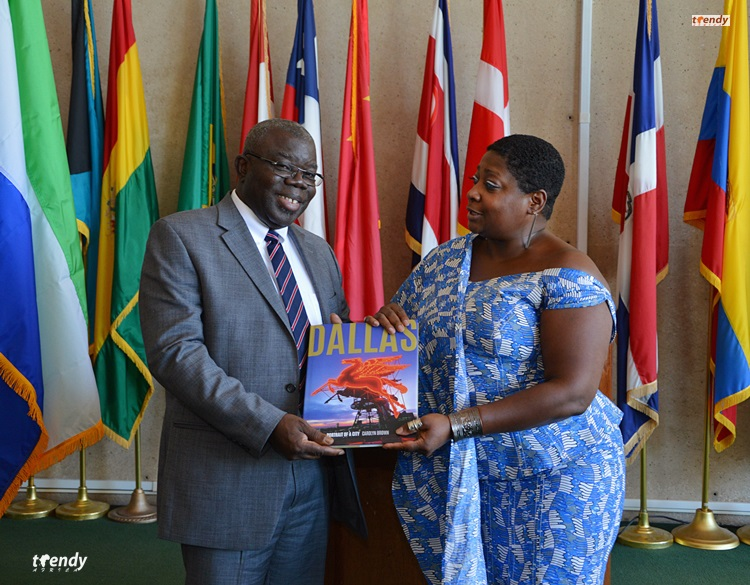 Amb. Stevens receives a gift from Regina Onyeibe on behalf of the City of Dallas