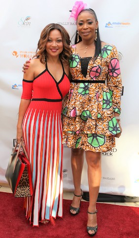 L-R;  Monalisa Okojie and Chante Moore on the red carpet